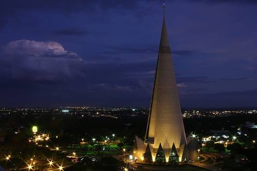 Cathedral-of-Maringa-at-night